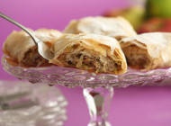 Fresh figs and apples strudel