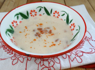 Bean soup with sour cream