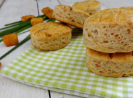 Scones with cracklings